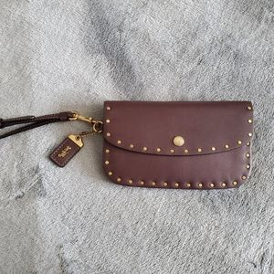 Coach 1941 clutch with rivets